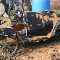 alte Seifenkiste mit Fahrradreifen © Robin Menges